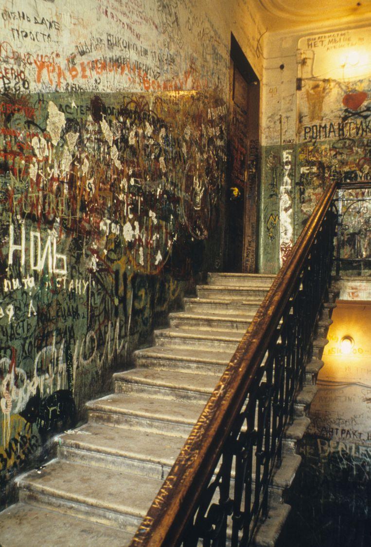 Het trapportaal is volgekalkt door bewonderaars Beeld © Jean-Paul Guilloteau / Roger-Viollet