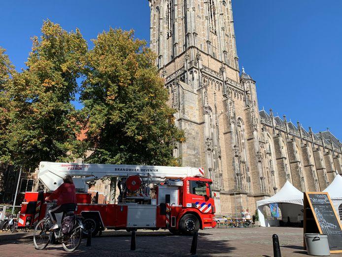 De brandweer hoefde niet in actie te komen voor de onwel geraakte beklimmer van de Lebuinustoren.