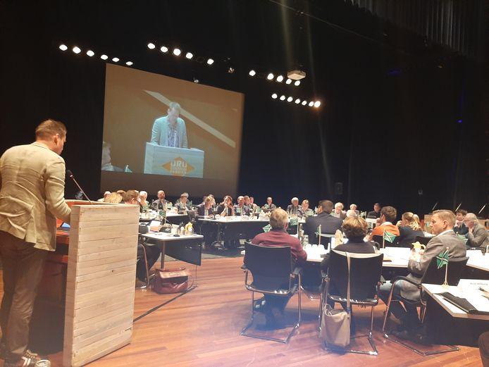 Het Bronckhorster raadslid Jan Engels spreekt de Achterhoek Raad toe.