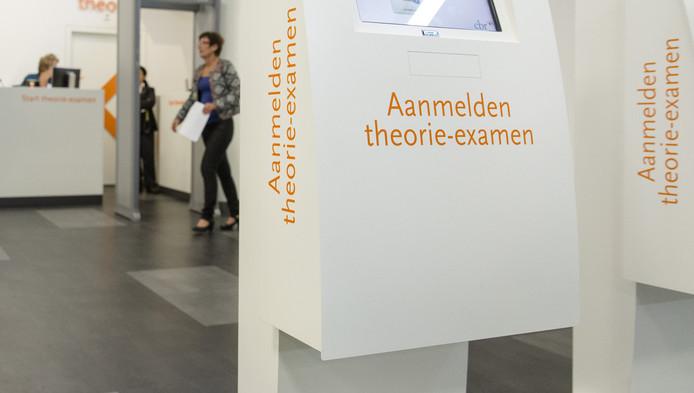 Cbr Kijkt Andere Kant Op Bij Rijexamenfraude Binnenland Ad Nl