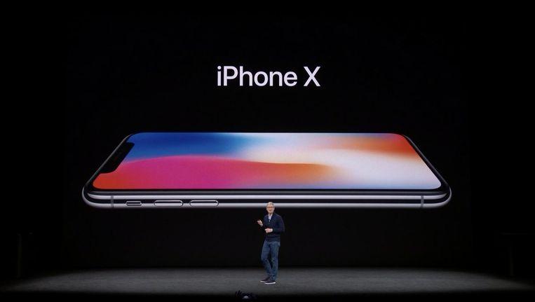 Tim Cook presenteert de iPhone X Beeld Apple