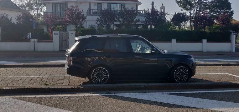 De Range Rover stond langs de Elisabethlaan.