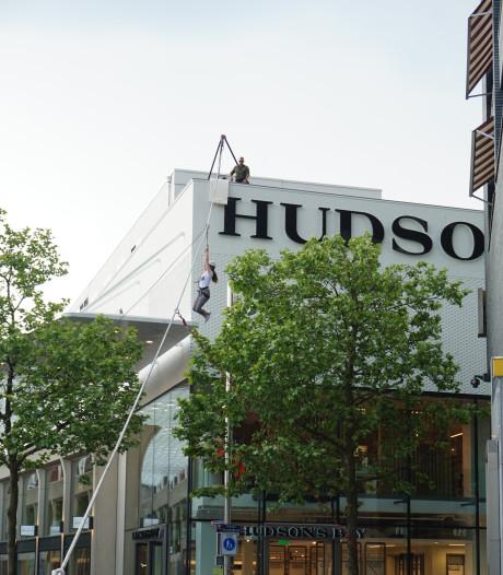 Straatbeeld: Hudson's Bay als tokkelbaan