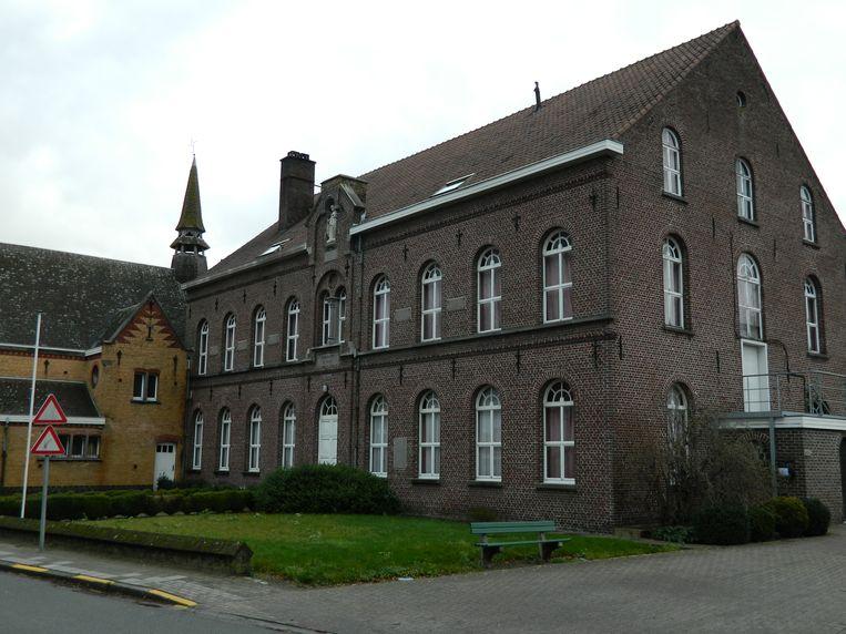 Het oude OCMW-rusthuis is vandaag leeg en verlaten.