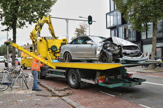 Ravage op de Besterdring na een ongeluk met een cabriolet.