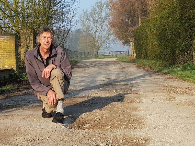 Dirk Van De Genachte bij de putten in de Bovenhoek.