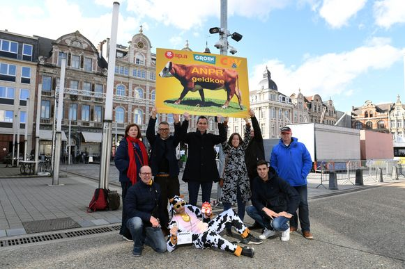 N-VA voert actie op het Martelarenplein in Leuven.