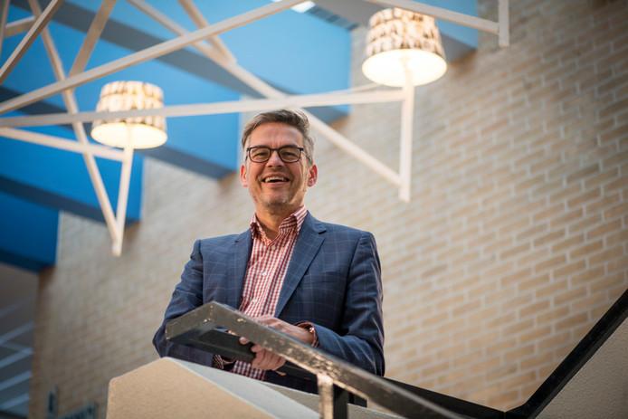 Bestuursvoorzitter Aart van 't Veld van de christelijke scholengemeenschap Reggesteyn overlegt donderdag met Lokaal Hellendoorn over de brief die de lokalo's hebben geschreven.