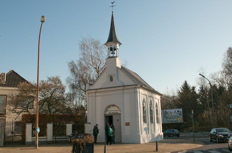 De kapel dateert uit 1578, maar tijdens de Franse revolutie werd ze afgebroken om in 1814 weer te worden heropgebouwd.