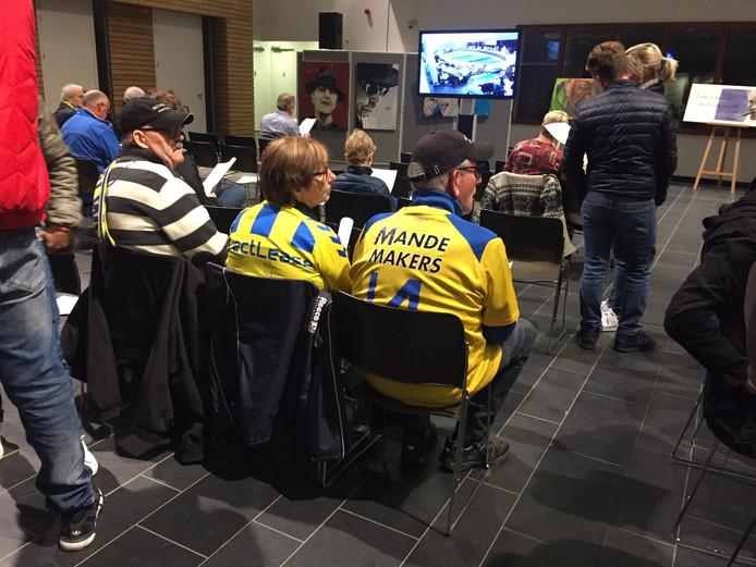 RKC-supporters op de publieke tribune.