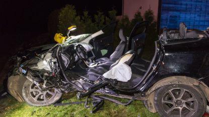 Vijf zwaargewonden na klap met politiewagen