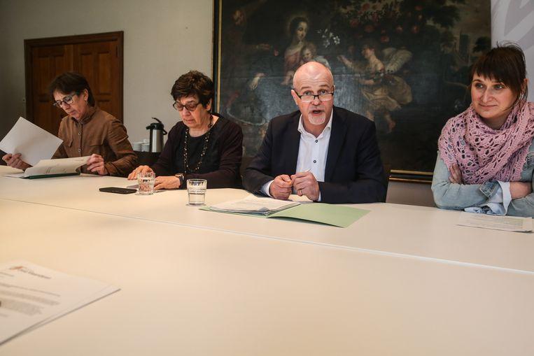 De vier gedeputeerden stellen hun beleid voor in het provinciehuis.