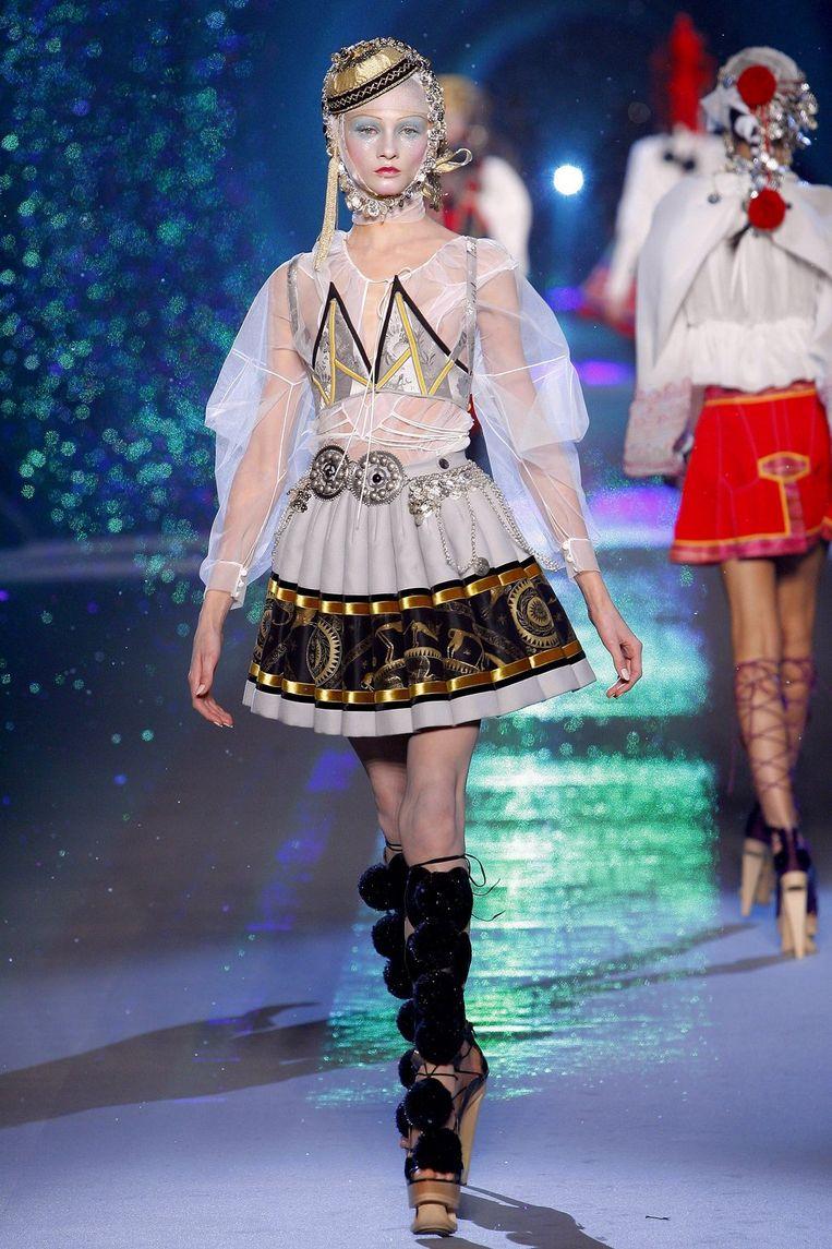 Nog een ontwerper die niet voor draagbare mode maar voor spektakel koos: John Galliano. Foto EPA Beeld
