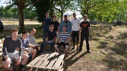 """Student-ondernemer van het jaar Tibbe opent 'The Village' op oude suikerfabrieksite: """"Pop-up zomerdorp aan de Moervaart"""""""