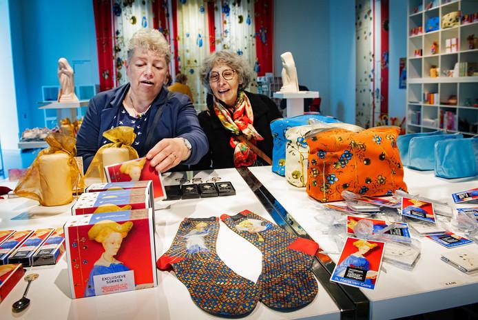 Exclusieve Maria van Gelre sokken in Museum het ValkhofDgfotofoto: Bert Beelen