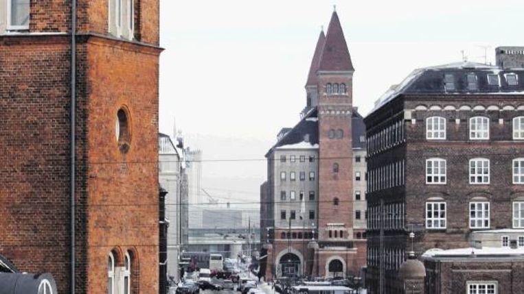 In Kopenhagen staat het kantoor (rechtsachter met de twee torens) van de Danske Regioner, de belangenorganisatie van de vijf Deense regio?s. (Trouw) Beeld