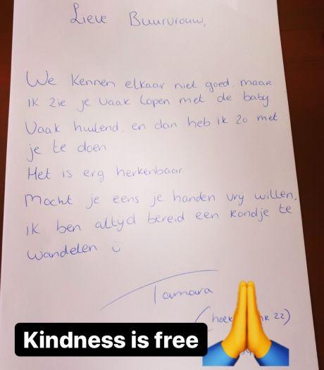 Vrouw met huilbaby vindt hartverwarmend briefje van buurvrouw op de deurmat