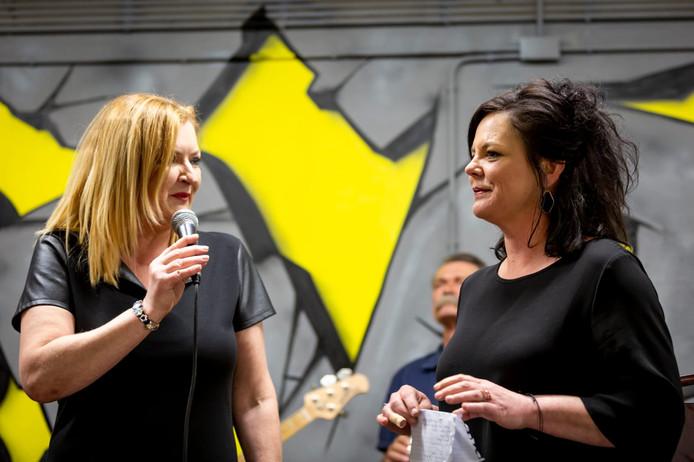 Lonneke Voets (rechts) en Monique Bredeveld (links) bij de opening van Boel