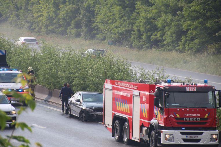 De Mercedes kwam tot stilstand tegen de middenberm.