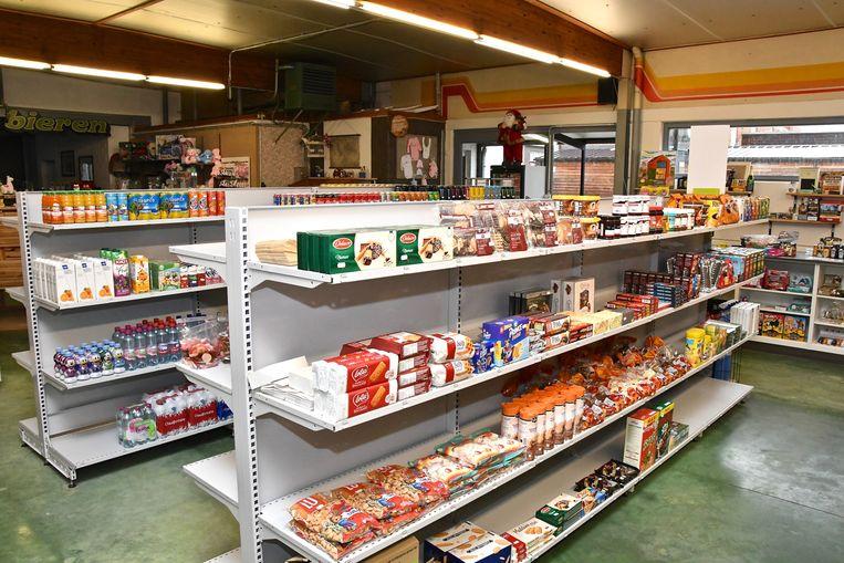 De rekken zijn al aangevuld. 'Kruiseke Uw Buurtwinkel' gaat zaterdag open.