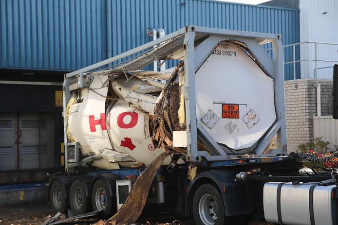 Opslagtank ontploft bij bedrijf in Roosendaal.