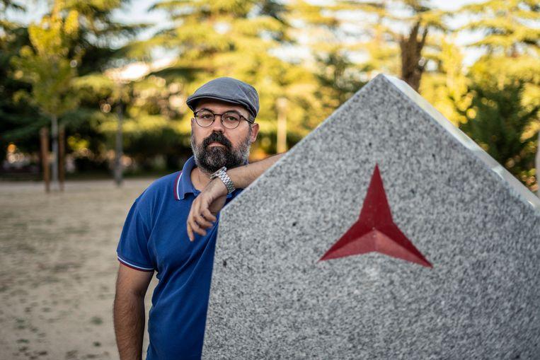 Javier Galindo, een jonge republikein, gefotografeerd in het International Brigades Park in Móstoles, Madrid.  Beeld Olmo Calvo