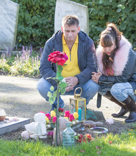 'Verdriet op verdriet' voor Chloe en John Westveer door schimmige nota voor uitvaart van hun zoontje