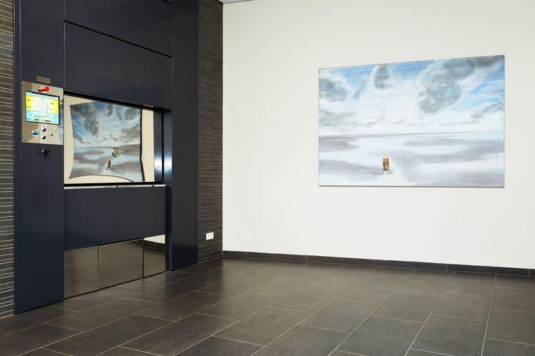 In de oven van crematorium Waalstede in Tiel spiegelt het schilderij 'Zicht' van Rolina Nell (1968). Beeld Pauline Niks