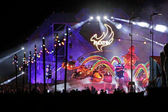 Hoofdpodium van het Phoenix festival in 2018 in Oss met daarvoor de Party Polyp