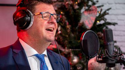 Bart Tommelein zingt 'Een Beetje Verliefd' van André Hazes
