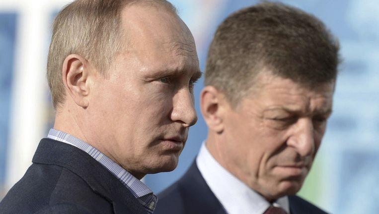 De naam van Dmitri Kozak, hier met de Russische president Vladimir Poetin, stond al op de lijst van gesanctioneerden.