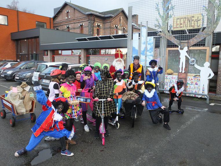Sinterklaas, zijn Zwarte Pieten en heel wat hulppieten van basisschool LEERNEst.