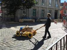 Un robot scanne le sol gantois à la recherche d'un tableau des frères Van Eyck