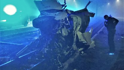 Bestuurder anderhalf uur gekneld na zwaar ongeval