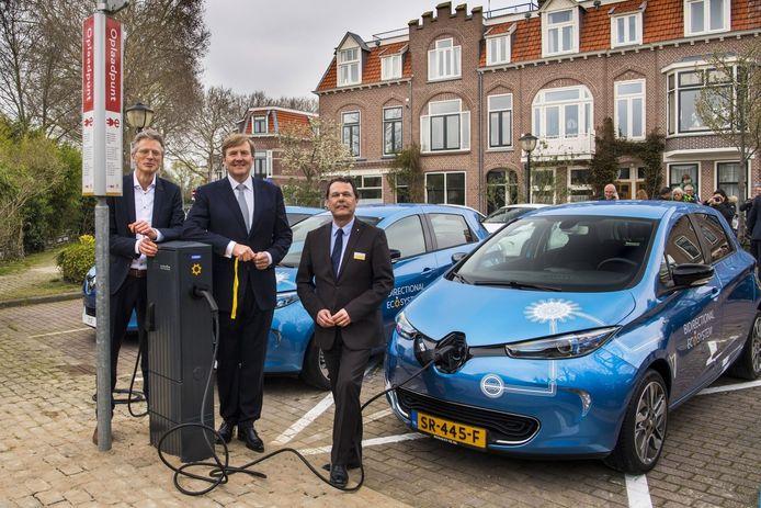Willem-Alexander bij de eerst ZOE's in Utrecht.
