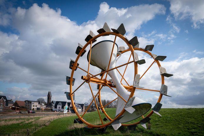 Het Waterrad van Jan Vos staat in Oosterhout op het droge.