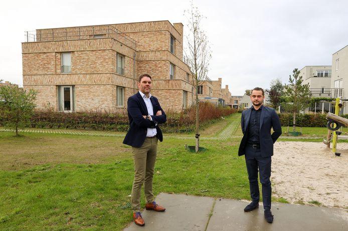 Ralf Peeters (links) van Amvest en Vincent Hendriks van bouwbedrijf Hendriks op Strijp-R; de nieuwbouwwijk is zo goed als af.