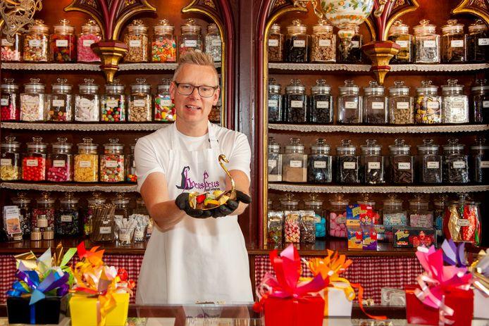 Remon van Breukelen-Kliver in zijn zoetwarenwinkel Hocus Pocus.