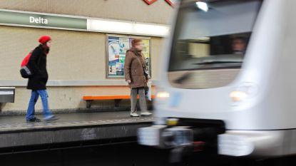 """""""Doel is mensen zonder papieren op te pakken"""": PS-parlementslid haalt uit naar politieactie in Brusselse metro"""