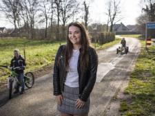 Anniek Groote Beverborg (17) uit Denekamp helpt waar ze kan in deze corona-ellende