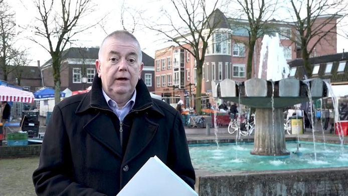 Het spuitonderdeel van de fontein op het Fontanusplein wordt weggegeven aan een inwoner van Putten. Wethouder Roelof Koekkoek legt in een video uit wat de nieuwe eigenaar daar voor moet doen.