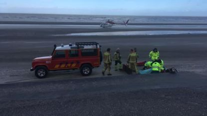 Mugheli landt op strand om gevallen wandelaar naar ziekenhuis te vliegen