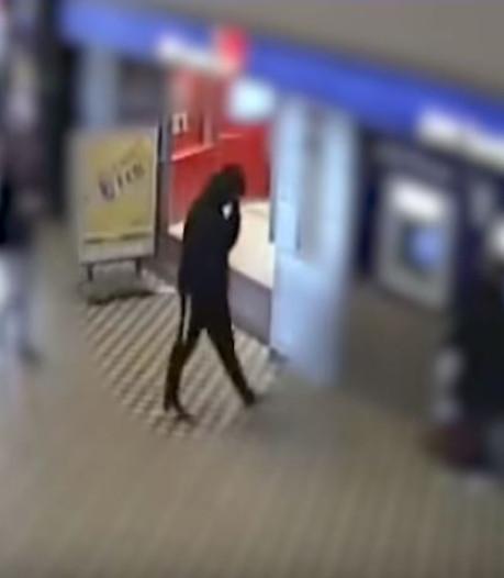 Verdachte straatroof probeerde vergeefs te pinnen op het station