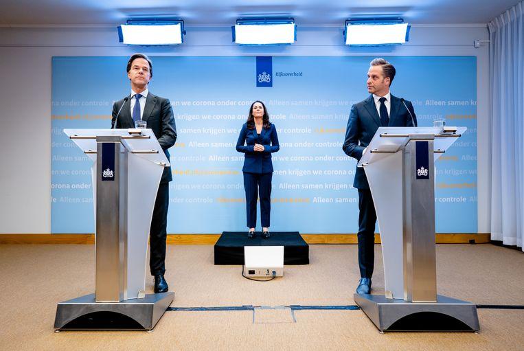 Premier Mark Rutte en Minister Hugo de Jonge van Volksgezondheid, Welzijn en Sport (CDA) tijdens de persconferentie. Beeld ANP
