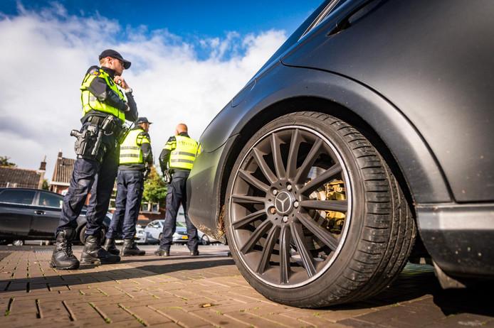 Foto ter illustratie. Een politiecontrole in Eindhoven.