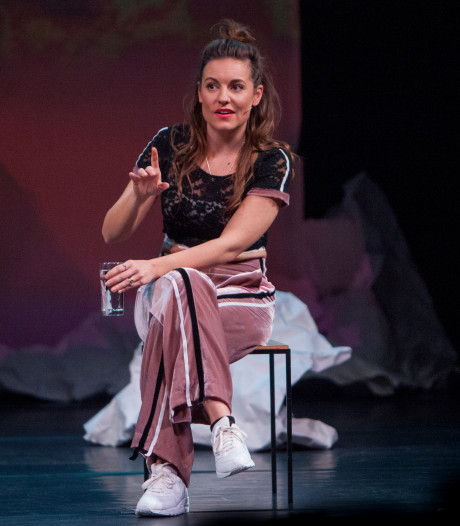 Onbeschaamde Eva Crutzen nestelt zich definitief in kopgroep Nederlands cabaret