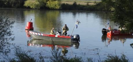 Hulpdiensten zoeken naar mogelijke drenkeling in de Maas bij Well, maar vinden niemand