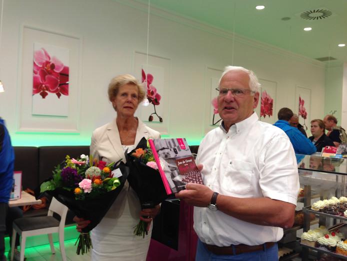 Jan de Groot met echtgenote José. De Groot liet een boek schrijven over het familiebedrijf met een hoofdrol voor de Bossche bol.