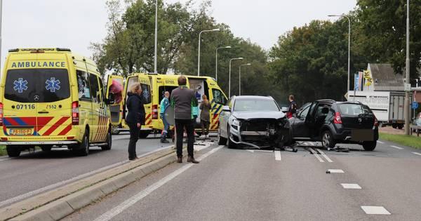 Ravage door ongeluk op N224 in Ede: drie gewonden, weg afgesloten.