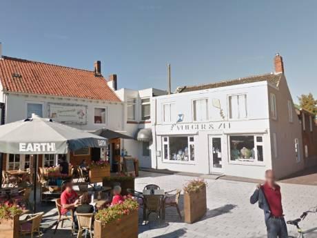 Kledingwinkel Breskens wil groter terras voor mannen van winkelende vrouwen